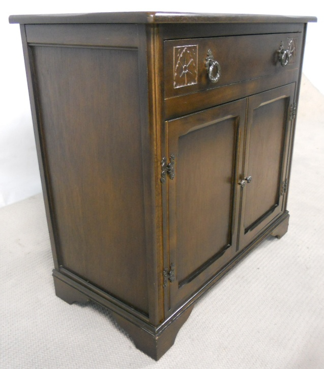 Antique style dark small sideboard sold for Sideboard vintage look