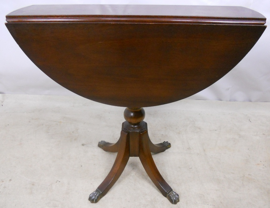Dropleaf Pedestal Round Mahogany Coffee Table By Strongbow Sold