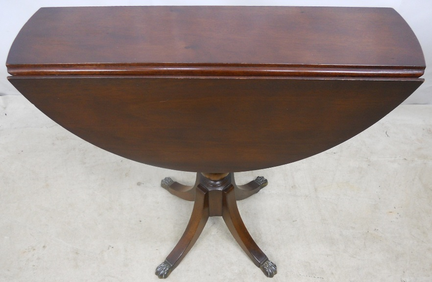 Dropleaf pedestal round mahogany coffee table by strongbow for Round pedestal coffee table antique