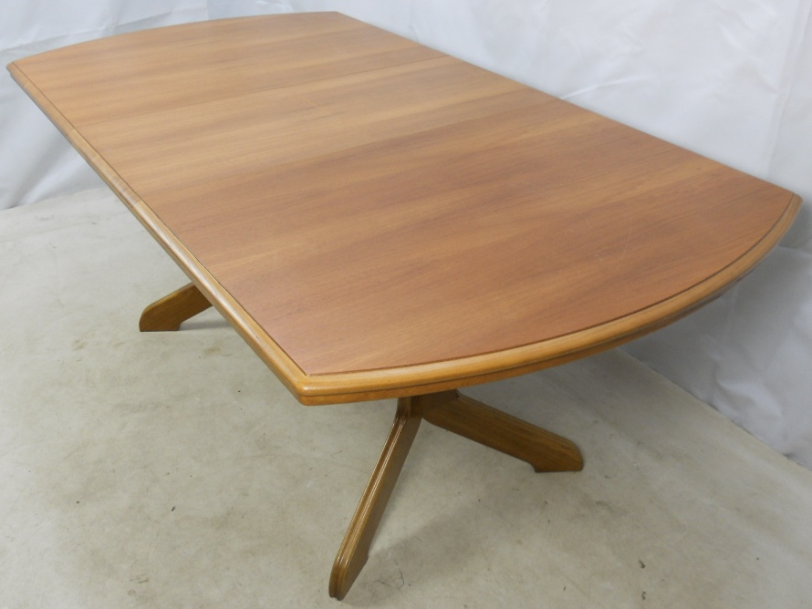 Light Wood Extending Dining Table To Seat Eight