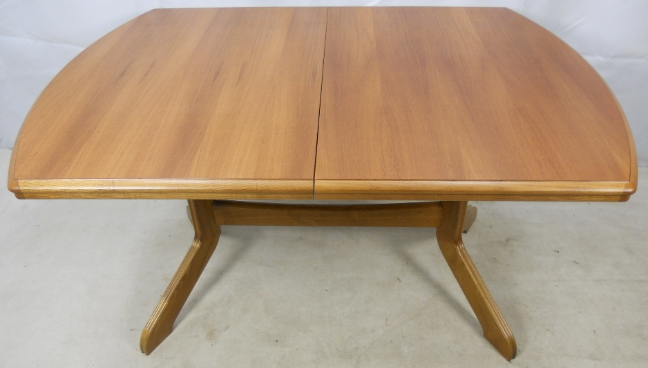 Light wood extending dining table to seat eight for Light wood dining table
