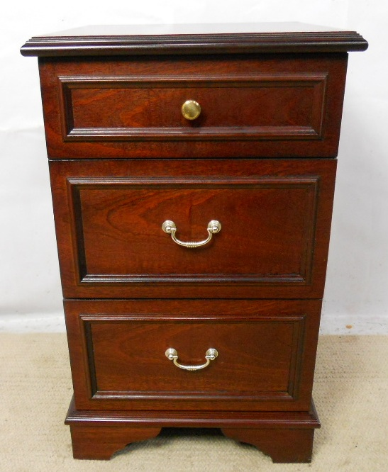 Mahogany bedside chest of drawers by stag for Small bedside chest of drawers