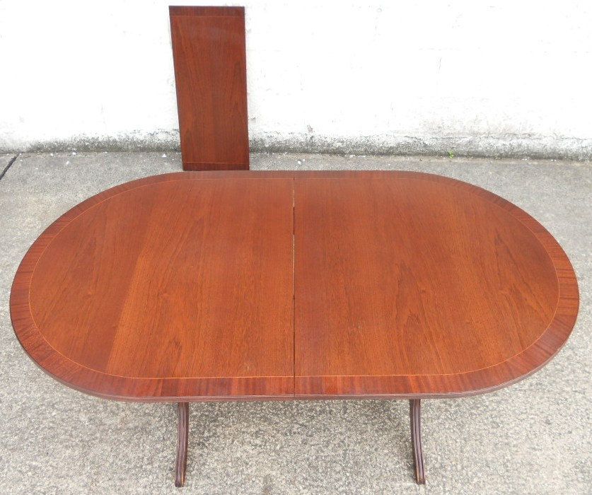 Oval ended mahogany small extending pedestal dining table for Small pedestal dining table
