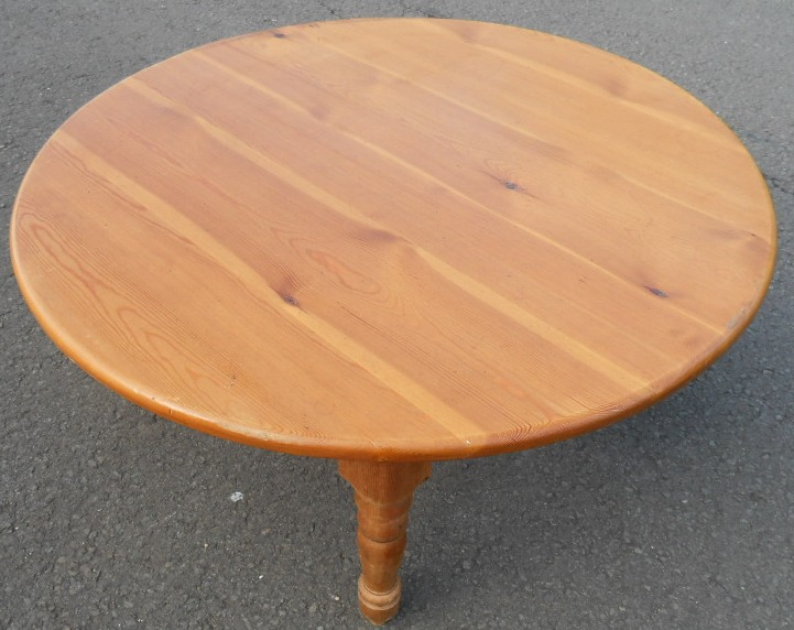 pine round antique style coffee table With round pine coffee table