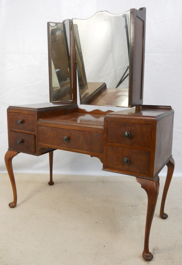 Queen Anne Style Mahogany Triple Mirror Dressing Table SOLD : queen anne style mahogany triple mirror dressing table sold 2205 p from www.harrisonantiquefurniture.co.uk size 632 x 919 jpeg 207kB