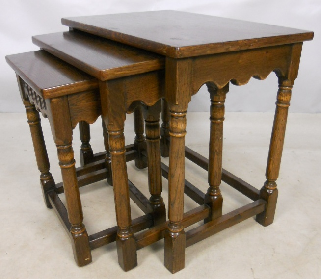 Reproduction Oak Nest Of Three Coffee Tables