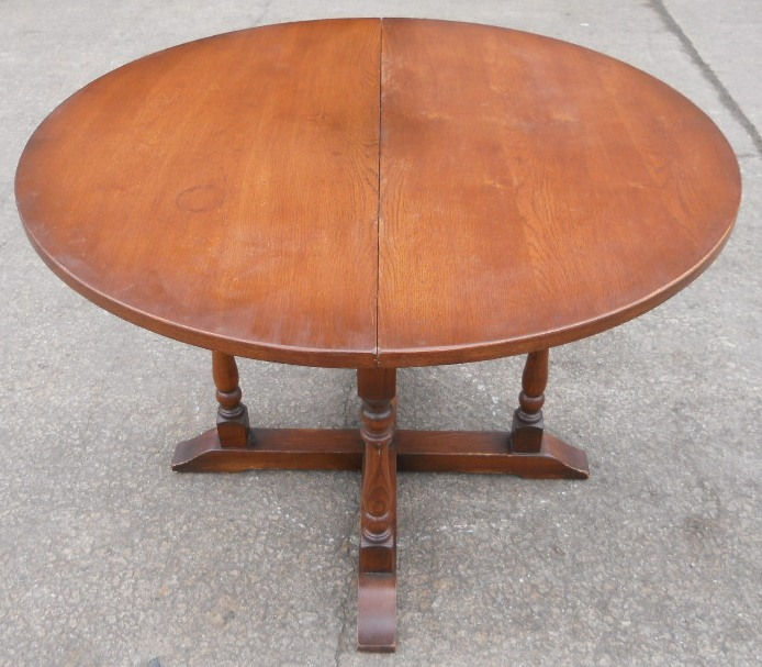 Round Extending Oak Dining Table To Seat Six By Old Charm