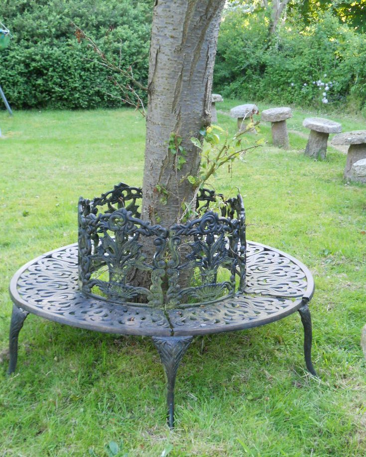 round metal tree seat sold