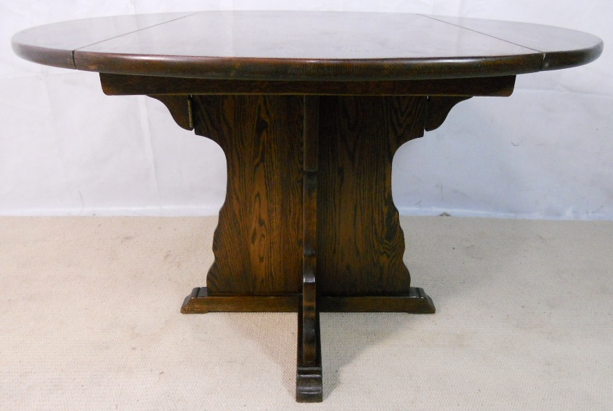 Round quality oak pedestal dining table sold for Good quality dining tables