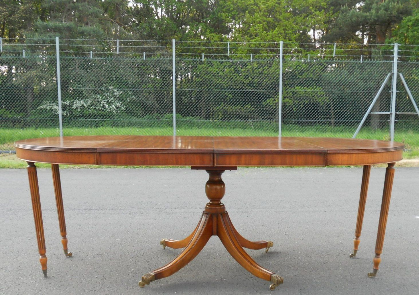 round yew extending dining table to seat eight