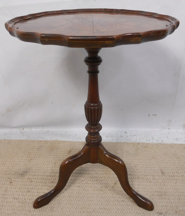 Small Pedestal Shaped Top Mahogany Wine Table : small pedestal shaped top mahogany wine table 3270 p from www.harrisonantiquefurniture.co.uk size 590 x 686 jpeg 162kB