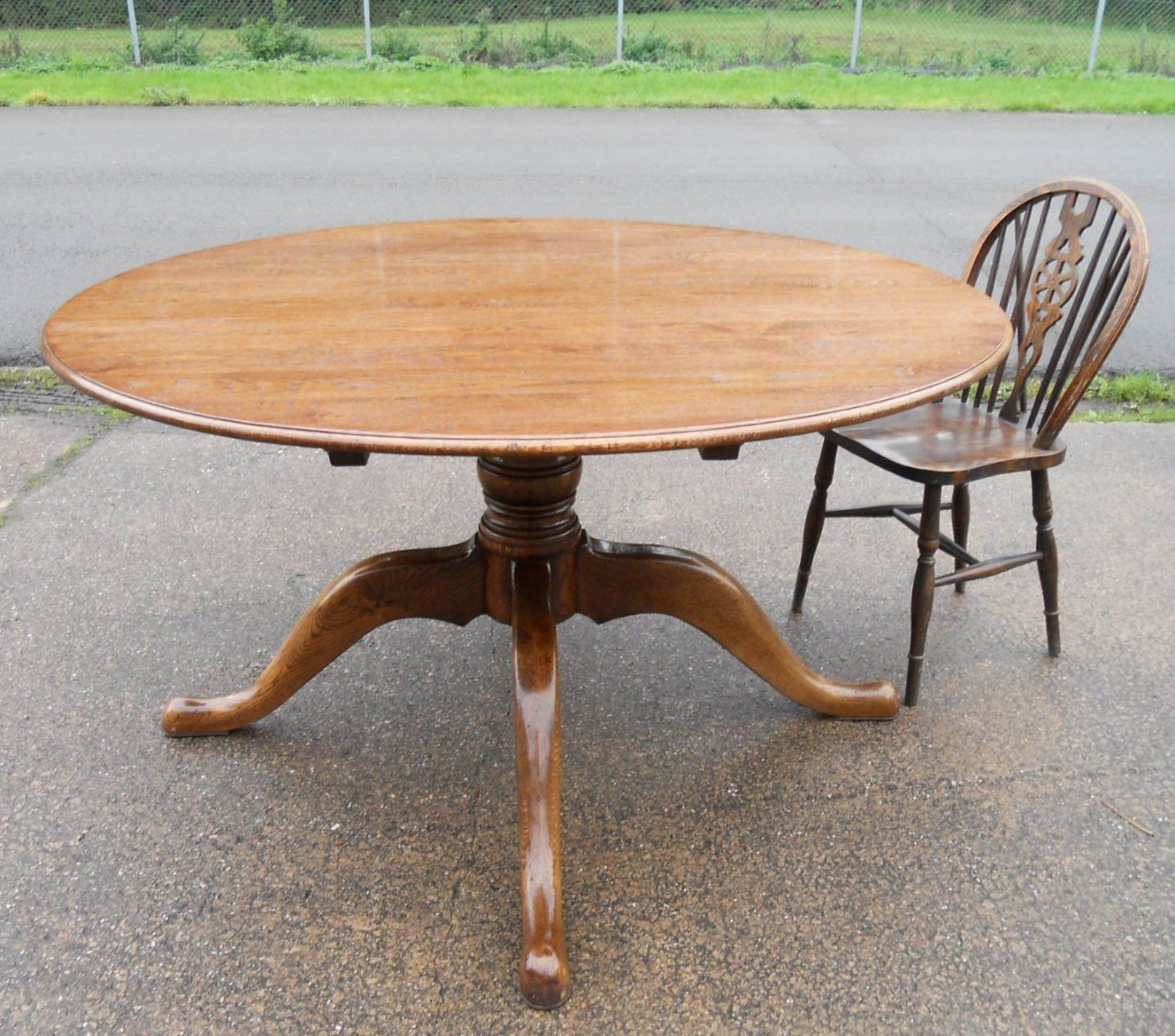Sold Large Round Oak Pedestal Dining Table To Seat Eight