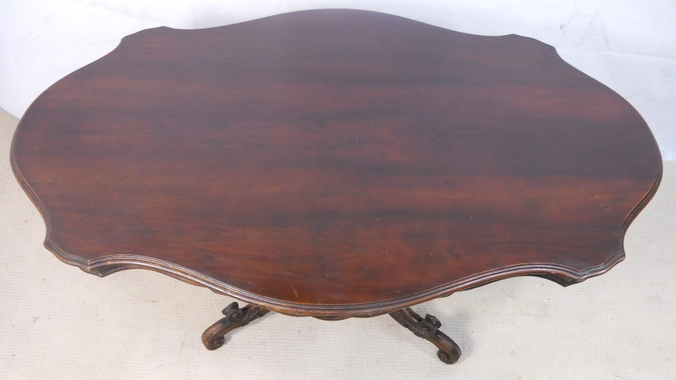 Victorian style large shaped walnut pedestal dining table for Unusual shaped dining tables